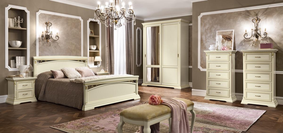 Klassieke witte slaapkamer meubelen bedden etc..