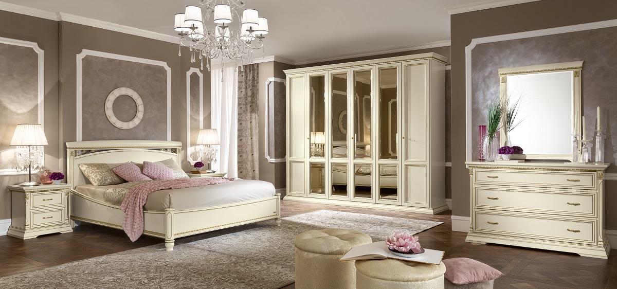 Klassieke bedden en slaapkamers in wit, kersen of noten