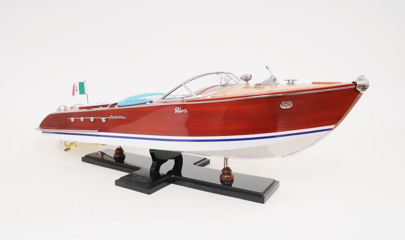 B027 1 Riva Aquarama modelboot