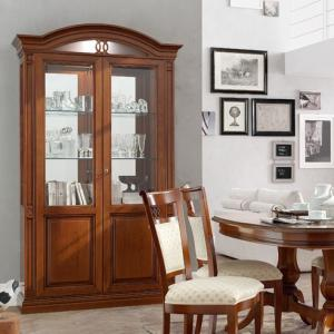 Klassieke meubelen kersen vitrinekast
