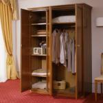 Garderobe kast 2 deuren Noten nostalgia klassiek